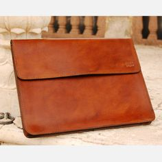 Leather Portfolio (made by a family of horse saddle makers) Saddle Leather, Leather Briefcase, My Bags, Purses And Bags, Leather Portfolio, Leather Purses, Leather Bags, Leather Projects, Cute Bags