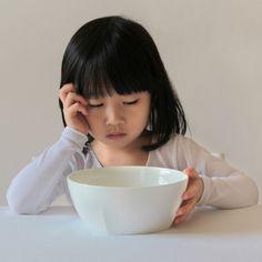 """Aquel dicho de """"mi hijo no come nada"""" no suele ser cierto. Comer poco no es comer nada, poco es, en la mayor parte de los casos, lo que ese niño necesita, poco, si es sano, si es nutritivo, si es equilibrado, es suficiente. Qué hacer si el niño come poca comida."""