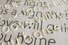 Stampare il tipo di carattere che si desidera e la cera di carta posto su di esso. fare lettere con vernice gonfia, lasciare asciugare,utilizzare podge mod per fissare le lettere