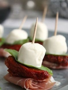 GOO EATS/KETO - Keto friendly for everyone! The best part is that this healthy low carb appetizers & snacks taste insanely good. I know I can throw a party and still lose weight w/ these keto diet recipes! High protein, high fat & low carb snacks and New Year's Eve Appetizers, Skewer Appetizers, Low Carb Appetizers, Yummy Appetizers, Appetizer Recipes, Party Recipes, Snack Recipes, Appetizer Ideas, Pinwheel Appetizers