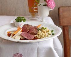 Rezept für Salzburger Bierfleisch vom Rumpsteak bei Essen und Trinken. Und weitere Rezepte in den Kategorien Eier, Gemüse, Getreide, Gewürze, Kräuter, Rind, Alkohol, Hauptspeise, Braten, Dünsten, Kochen, Österreichisch, Raffiniert.