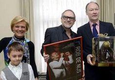 3-Apr-2013 19:49 - ROB DE NIJS GEËERD IN BELGIË ALS MUZIKAAL EXPORTPRODUCT. Zanger Rob de Nijs heeft woensdag voor zijn carrière een onderscheiding gekregen van de Nederlandse consul-generaal in Antwerpen. Hij werd