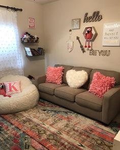 15 Creative College Apartment Decoration ~ Home And Garden Cute Living Room, Living Room Decor Colors, Decor Home Living Room, Cute Room Decor, Living Room Designs, Home Decor, Cozy Living, Small Living, Girls Apartment