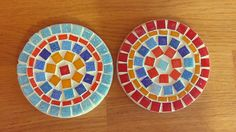 Items similar to Summer flowers - Handmade mosaic coasters on Etsy Mosaic Tray, Mosaic Glass, Mosaic Tables, Mosaic Projects, Projects To Try, Bowling Ball, Golf Ball, Bottle Cap Table, Mandala