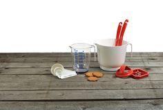 Joululeivontaan turvallinen kotimainen vaihtoehto! Piirakka- ja torttumuotti, mittakaadin 1l, vatkauskulho, maustemittasarja. Kaikki nämä Plastexilta! Valmistettu Suomessa. Measuring Cups, Measuring Cup, Measuring Spoons