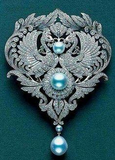 Diamond brooch with Mikimoto Pearls. #DiamondBrooches  #VintageJewelry
