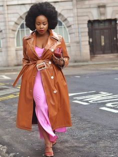 If you're looking for a new dress, check out these five trends fashion girls love. Curvy Fashion, Plus Size Fashion, Girl Fashion, Fashion Outfits, Fashion Trends, Fashion Hacks, Dress Fashion, Spring Fashion, Sandro