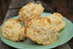These Easy Coconut Macaroons only have two ingredients and taste amazing! They're the perfect recipe for new and non-bakers and are also gluten free! Coconut Recipes, Sweets Recipes, Baking Recipes, Desserts, 2 Ingredient Cookies, Soft Ginger Cookies, Easy Sweets, Oven Canning, Macaroon Recipes