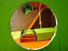 Casa aventura - de fora para dentro: pela janela.   Aventura casa - desde el exterior: la ventana.