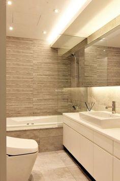 New Bathroom Lighting Design Layout 62 Ideas Bathroom Lighting Design, Rustic Kitchen Lighting, Bathroom Design Luxury, Beige Bathroom, Guest Bathrooms, Living Room Light Fixtures, Ceiling Light Design, Bathroom Layout, Amazing Bathrooms