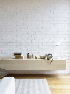 Clarence House / Rob Kennon / White brick wall with floating oak cabinet Painted Brick Walls, White Brick Walls, Exposed Brick Walls, White Bricks, Brick Wall Tv, Living Room Brick Wall, Brick Painted White, Brick Bedroom, Living Rooms