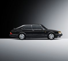Black Saab 900 Turbo Coupe. I love this car. (and in white)