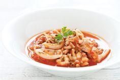 La ricetta tradizionale delle seppie in umido, un secondo piatto facile, nutriente e gustoso. Pochi ingredienti di qualità per un risultato garantito