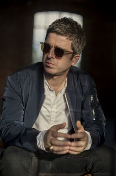 Seeing Noel Gallagher live - Check ✔️ Noel Gallagher, Liam And Noel, Learn Guitar Chords, Charming Man, Britpop, Music Mix, Uk Music, Martin Freeman, Shows
