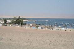 Bahía de Paracas. Hoy será todo nuevo. Mientras Ángel navegaba a la Isla de las Ballestas, yo me dedicaba a curiosear por el entorno del Parque Natural de Paracas, para ver algo de su cultura