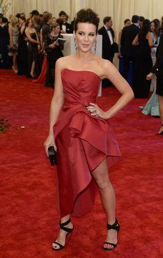 Kate Beckinsale  Alberta Ferretti dress, Giuseppe Zanotti shoes, Lorraine Schwartz jewels, and a Edie Parker clutch