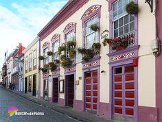Coloridas ventanas en la Calle Anselmo Pérez de Brito. Santa Cruz de La Palma. #LaPalma #canarias