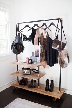 Awesome 10 Open Closet Ideas for you HomeMakeover Clothes Hanger Storage, Wooden Clothes Rack, Clothes Rail, Hipster Bedroom Decor, Hipster Home Decor, Shoe Rack Bedroom, Bedroom Wall, Sala Grunge, Casa Hipster