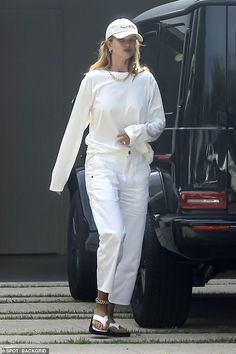 Model Street Style, Casual Street Style, Street Chic, Models Style, Casual Chic, Mary Kate Olsen, Rosie Huntington Whiteley, White Outfit Casual, Stylish Outfits
