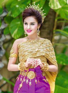 khmer wedding costume Cambodian Wedding, Khmer Wedding, Thai Traditional Dress, Traditional Outfits, Thai Dress, Wedding Costumes, Asia Girl, Cheongsam, Sweet Girls