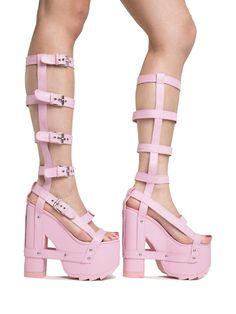 Platform Block Heels, Platform Boots, Pretty Shoes, Cute Shoes, Sneakers Fashion, Fashion Shoes, Fashion Outfits, Hippy Fashion, Aesthetic Shoes