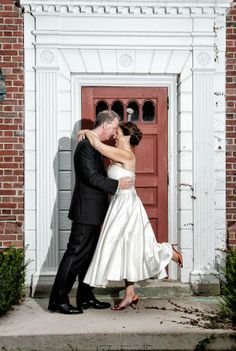 Wonderful Couple shot Red Door at the Exeter Inn! Photo by Jane Lydick Staid Photography