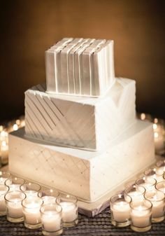Wedding cake idea; Featured Photographer: Catherine Hall Studios  www.foreverly.de