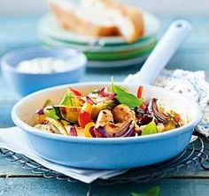 Leichte Hähnchen-Gemüse-Pfanne mit Basilikumquark (ohne Brot Low Carb geeigent)