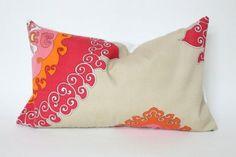 red-orange-pink-designer-trina-turk-outdoor-lumbar-pillow-cover-25420-500x333.jpg (500×333)