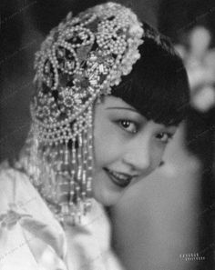 The First Chinese-American Hollywood Star: 35 Beautiful Vintage Photos of Anna May Wong in the and Old Hollywood Glamour, Golden Age Of Hollywood, Hollywood Stars, Classic Hollywood, Belle Epoque, Asian American Actresses, Anna May, Thing 1, Poses