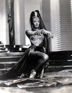 Marlene Dietrich, 1944 (via Old Pics Archive on Twitter)