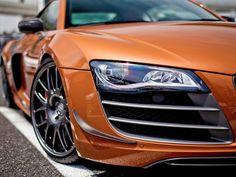 Audi R8 - спорт кар класса люкс