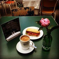 Lunch break! ☀️ #instagood #instadaily #instacoffee #inspiration #good #food #organic #coffee #sandwich #business #lunch #break #startup #entrepreneur #photooftheday #picoftheday #flower #kaffee #fotodestages #blumen #heimathafenwiesbaden #wiesbaden
