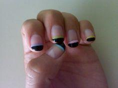 Francés negro con linea de colores: azul, morado, verde, rosa y amarillo