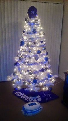 Last Trending Get all images christmas decorations dallas Viral b a ef df a b a a d bfd Dallas Cowboys Room, Dallas Cowboys Crafts, Dallas Cowboys Wallpaper, Dallas Cowboys Pictures, Cowboys Wreath, Cowboy Crafts, Cowboy Christmas, Country Christmas, Cow Boys
