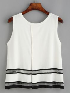 white sleeveless top with inserted black detail creating high contrast Mom Outfits, Simple Outfits, Look Fashion, Fashion Outfits, Fashion Design, Mode Chic, Casual Tops, White Tops, Blouses For Women