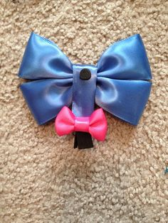 Disneys Eeyore bow from Disney's Winnie the Pooh. These bows are absolutely ADORABLE! My someday daughter will wear this all the time! Hairband, Headbands, Disney Hair Bows, Do It Yourself Fashion, Winnie, Diy Hair Accessories, Eeyore, Cheer Bows, Mickey Ears