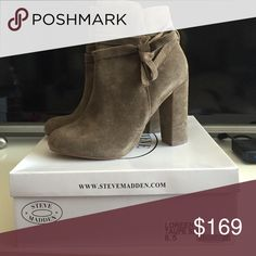 STEVE MADDEN LOREEN BOOTIES SIZE 8.5 TAUPE Super cute taupe winter booties with bow. Super comfortable! Never worn only tried on. Steve Madden Shoes Ankle Boots & Booties