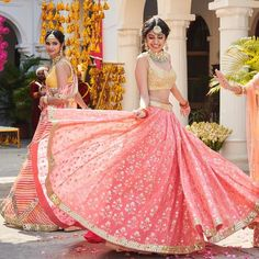 I went out with my sister's friend to shop for her Bridal Lehenga. She did all her research overnight for the latest trends and decided how her bridal lehenga is gonna be! Indian Bridal Lehenga, Red Lehenga, Lehenga Choli, Anarkali, Wedding Lehnga, Bollywood Lehenga, Desi Wedding, Wedding Dresses, Indian Wedding Outfits