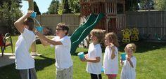 Gruppenspiele mit Wasser für den Garten im Sommer
