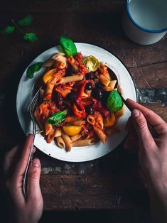 pasta and roasted peppers Veggie Recipes, Vegetarian Recipes, Cooking Recipes, Healthy Recipes, Vegan Foods, I Foods, Food Crush, I Love Food, Kitchens