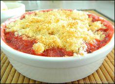 Crumble fraises bananes (3)          350 g de fraises     3 bananes     100 g de farine     55 g de beurre mou     20 g de noix de coco râpée     90 g de sucre en poudre     1 sachet de sucre vanillé