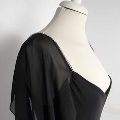 Eleganza in questo abito lungo in leggero voile, per uno stile anni '70.