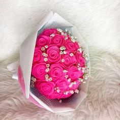 "44 Suka, 9 Komentar - Felt Flowers & Flowercrown (@echii.glo) di Instagram: ""Hot pink 🌹 . . . . . #feltflower #feltflowers #feltart #feltflorist #bouquet #floristsemarang…"""