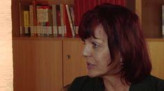 Aveleen Avide im Interview. Sie ist Absolventin der Schule des Schreibens. Ihr Ziel war es, mit dem Schreiben auch Geld zu verdienen. Heute veröffentlicht sie erfolgreich erotische Kurzgeschichten-Bände bei rororo.