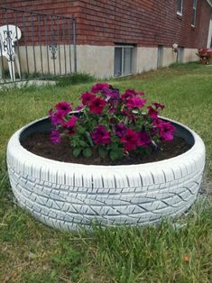 30 Wonderful Diy Used Tire Planters for Flower Garden Ideas Tire Planters for Flower Garden 27
