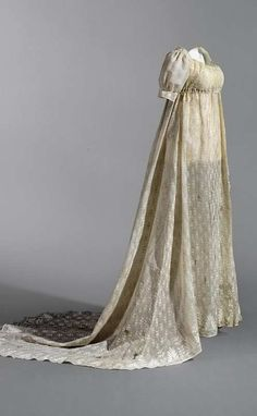 An embroidered cotton muslin dress of Queen Louise of Prussia for late afternoon/early evening. http://www.wwd.com/eye/people/the-empire-style-on-display-3222782/slideshow#/slideshow/article/3222782/3222808