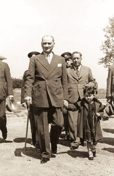 Atatürk and adopted daughter Ülkü Adatepe Fake History, History Of Islam, Roman History, Strange History, History Photos, History Facts, Ancient History, Native American History, African American History
