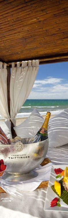 Picnic on the beach   LOLO❤
