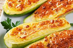 Weight Watcher Recipes 86786 WW gourmet stuffed zucchini, recipe for delicious zucchini stuffed with camembert, easy and perfect to make for a light evening meal. Healthy Options, Healthy Recipes, Ramadan Recipes, Evening Meals, Weight Watchers Meals, Light Recipes, Entrees, Snacks, Vegan